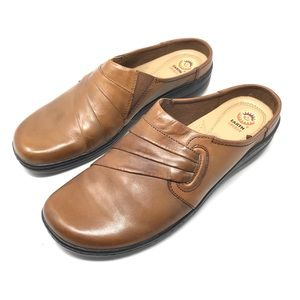 Earth Spirit Tan clogs with removable footbeds